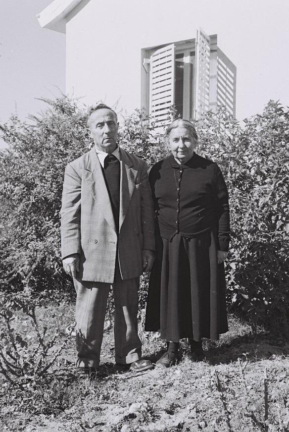 800px-Rivka_and_Mordechai_Guber_-_Nehora_1959